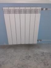 монтиран алуминиев радиатор в кухня